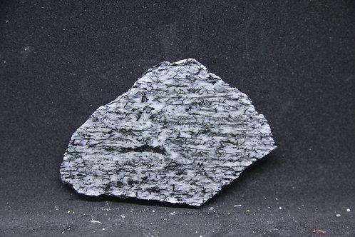 Stilpnomélane sur Albite (tranche/slab)