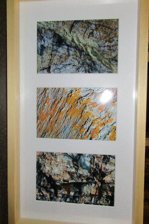 Cadre 3 photos numérotées signées format 4 X 6, cadre bois, fond plein