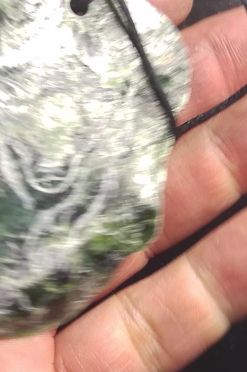 Pendentif Serpentine miroir gravé