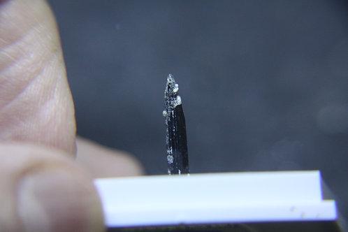 Aegirine (cristal isolé), Mont-St-Hilaire (MSH)