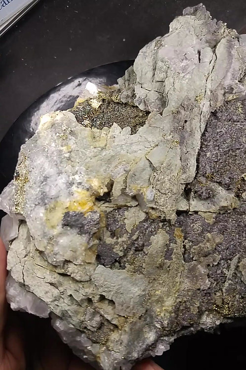 Calcite (fluorescence rose), Pyrite et Fluorite (fluorescence bleue), El Hammam
