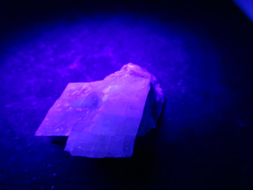 Calcite (fluorescente) / Levis