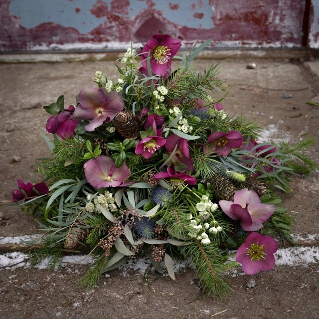 Floristgaraget rund begravningsbukett