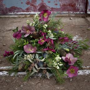 Floristgaraget rund begravningsbukett.JP