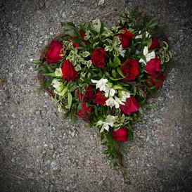 Begravningshjärta röd-vit.JPG