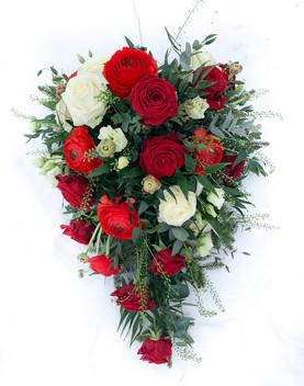 Begravningsbukett röd-vit klassisk.JPG