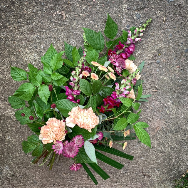 Floristgaraget liten begravningsbukett