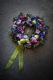 Krans begravning blå lila.JPG
