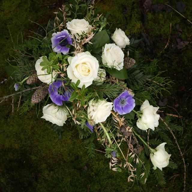 Floristgaraget blomsterhyllning naturlig