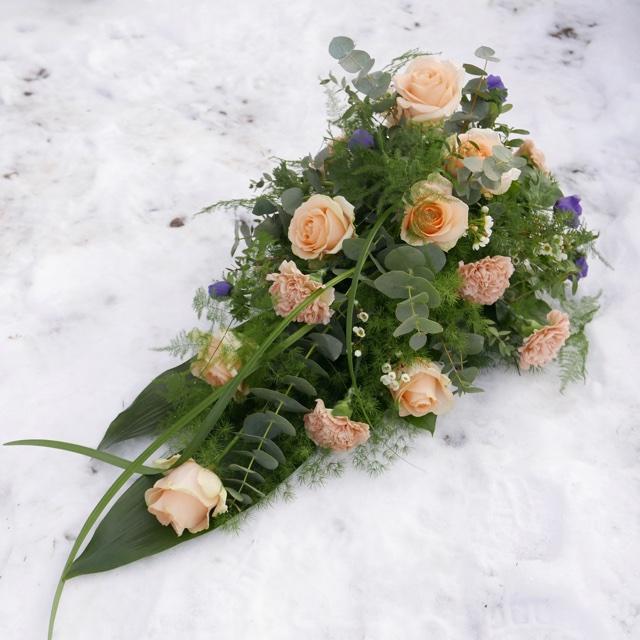 Floristgaraget blomsterhyllning ljus