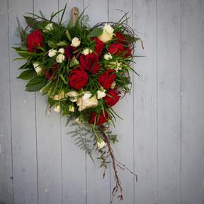 Floristgaraget_begravningsbukett_hjärt