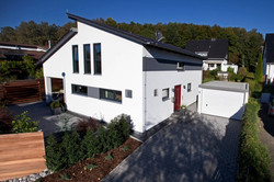 csm_luxhaus_musterhaus_energiesparhaus_schluesselfertig_pultdach_150_1_05_c1856fafb2 (1)