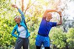 2 Menschen trainieren im Park Einzeltraining Personaltraining Outdoortraining