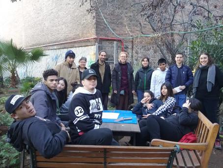 Colaborando con el huerto comunitario del barrio (Aprendizaje-servicio en el INS Fort Pius).