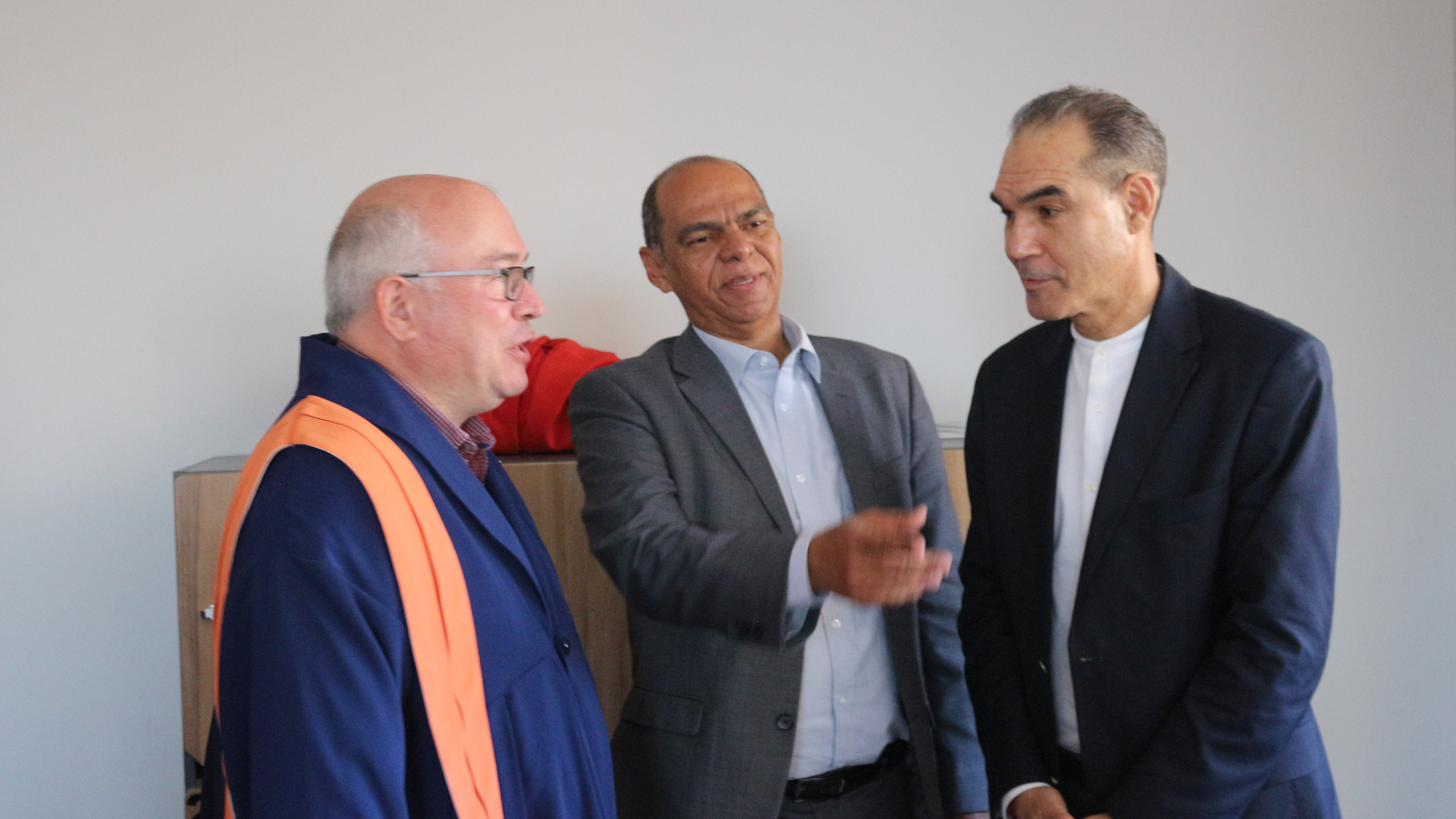 From left to right: Prof Leo van Audenhove; Larry Pokpas and the UWC Rector Prof Tyrone Pretorius