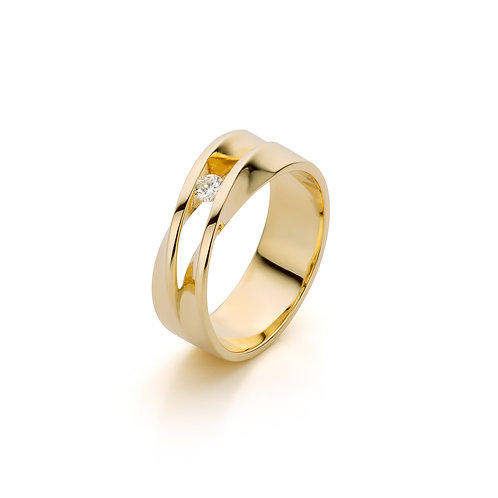 Yellow gold double twisted ring with 0,08 ct diamonds