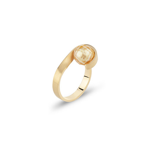 Folded yellow gold ring with South Sea pearl