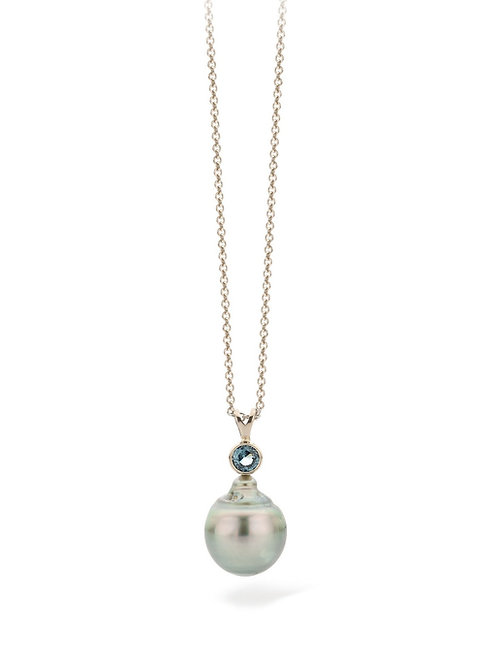 Tahiti pearl with a blue spinel