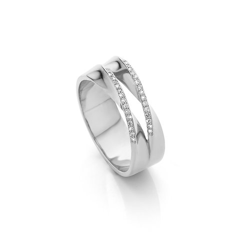 White gold double twisted ring with 0,20 ct diamonds