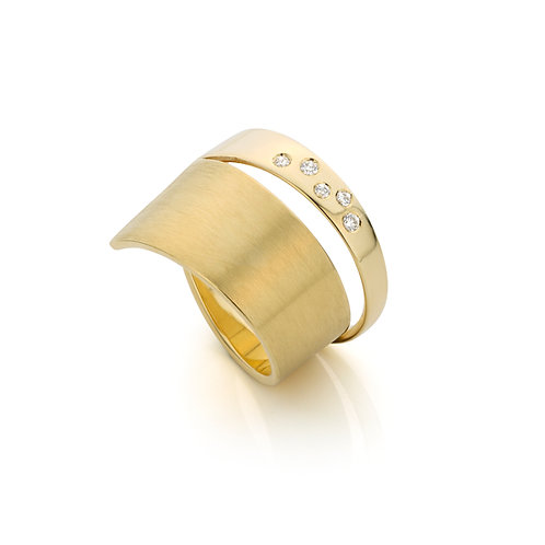 Yellow gold ring with 0,07ct. diamonds TW/VS