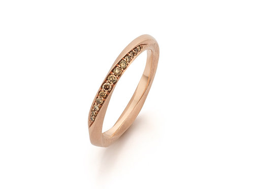 """Red gold """"mobius"""" ring with cognac coloured diamonds"""
