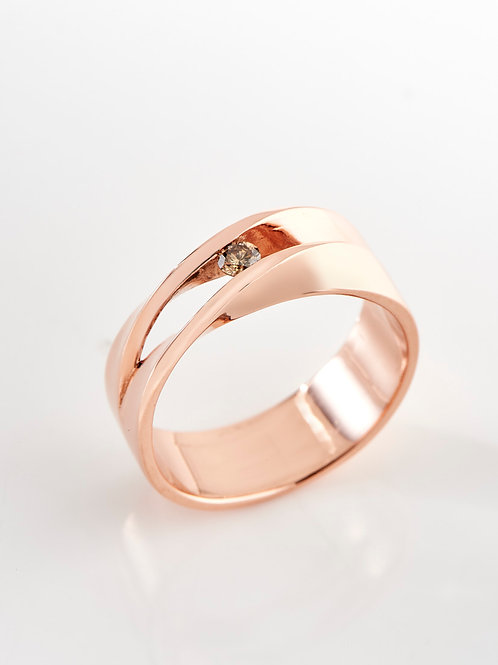 Red gold double twisted ring with diamond