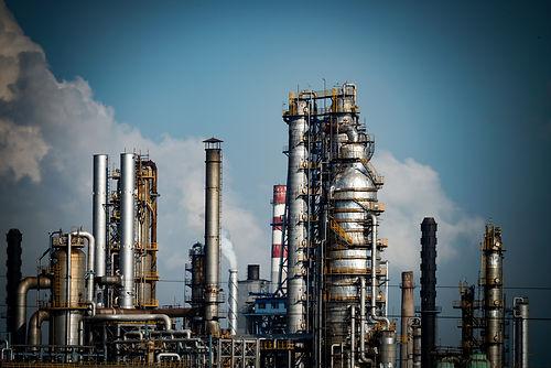 oil-refineries-PELNMKQ.jpg