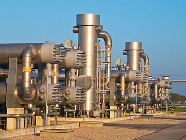 natural-gas-processing-site-P24JFHC.jpg