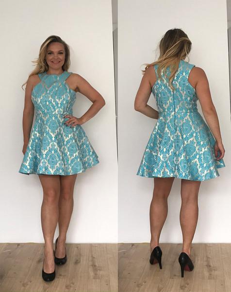 Błękitno – srebrna sukienka bombka.