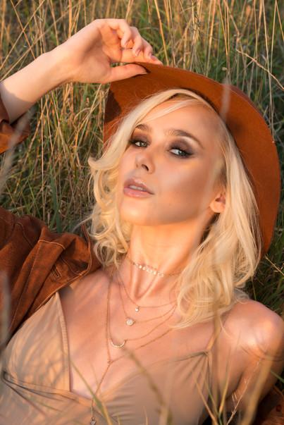 Modelka: Dominika Ratajczak Mua &hair & fot: Martyna Plińska Pomoc: Sandra Wikowska