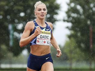 Ivona DADIC (AUT) réalise 6 419 points sous la pluie.