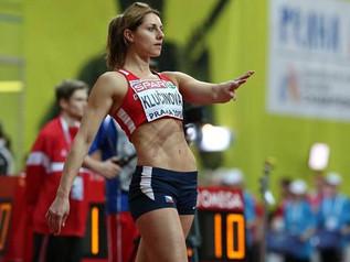 Eliska KLUCINOVA (CZE) remporte le titre national avec 4 663 points.