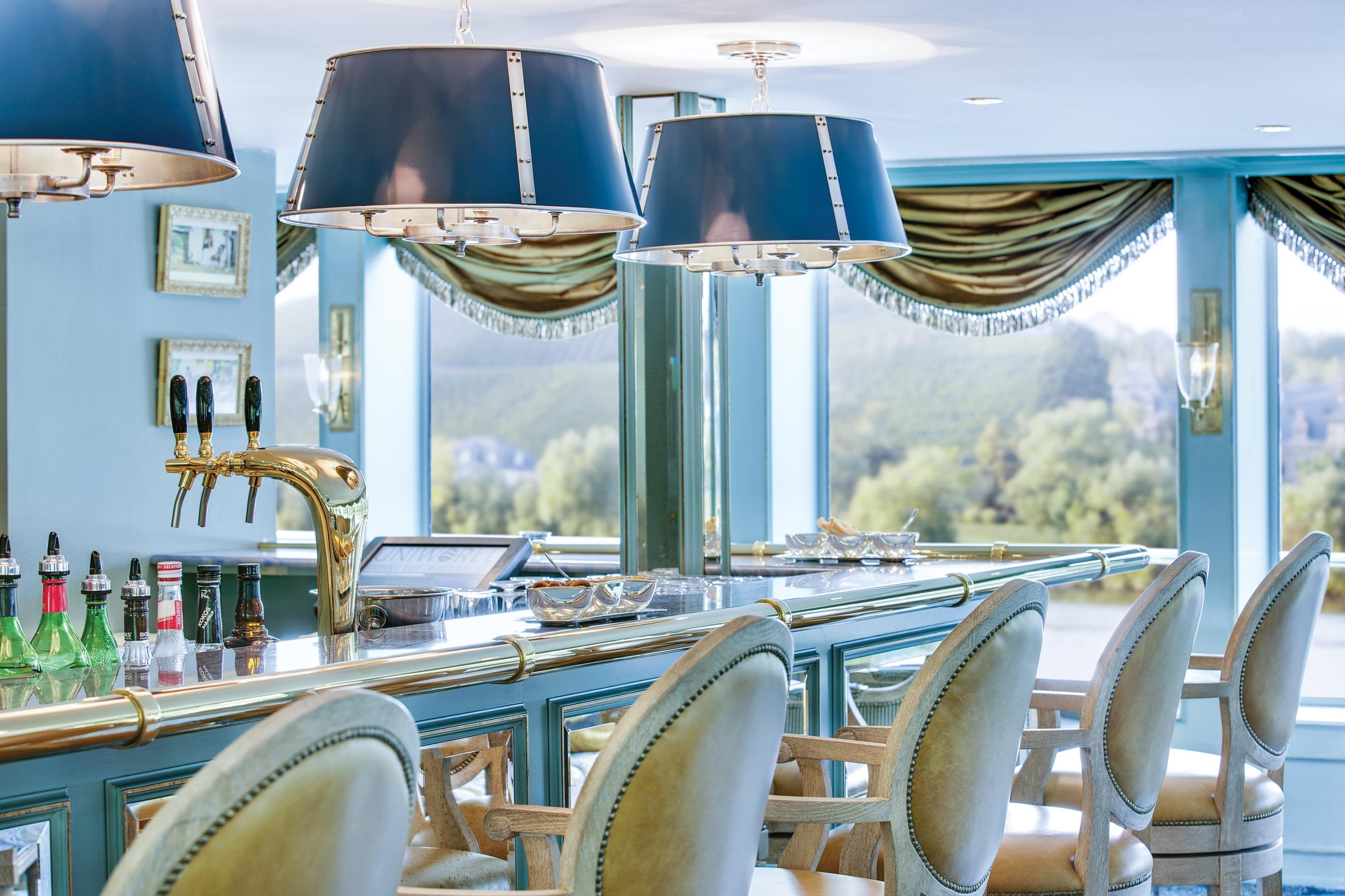 River Empress Lounge