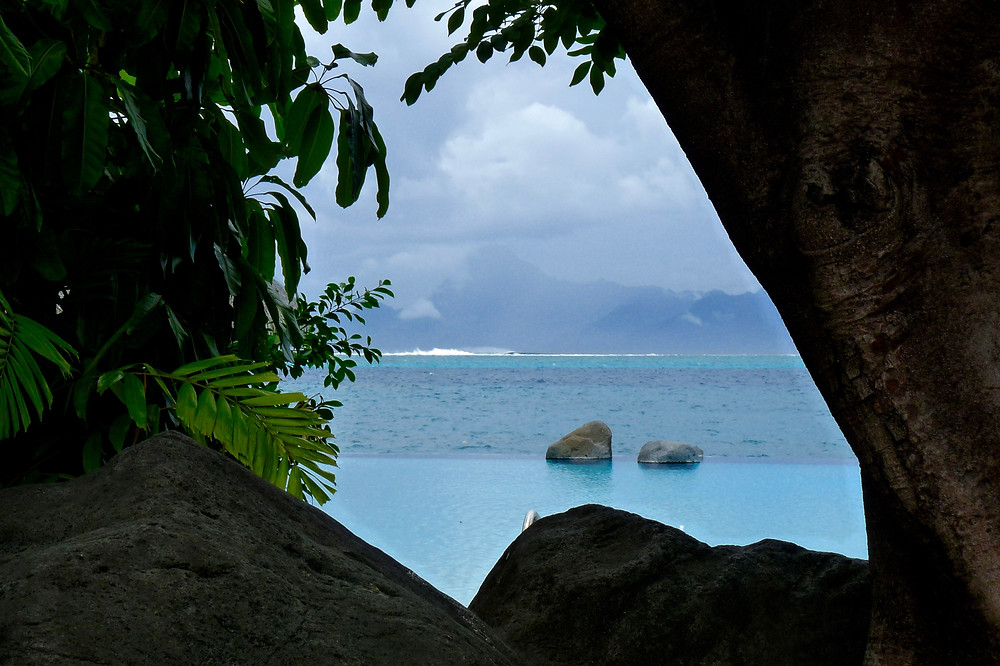 Pool & multi-hued water at Tahiti InterContinental