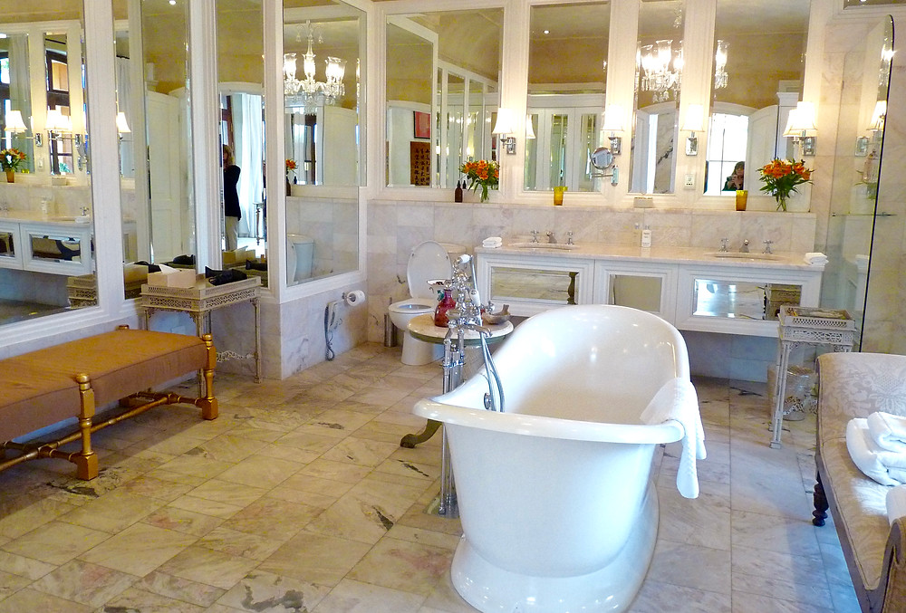 Bathroom of the Frangipani Suite, La Residence