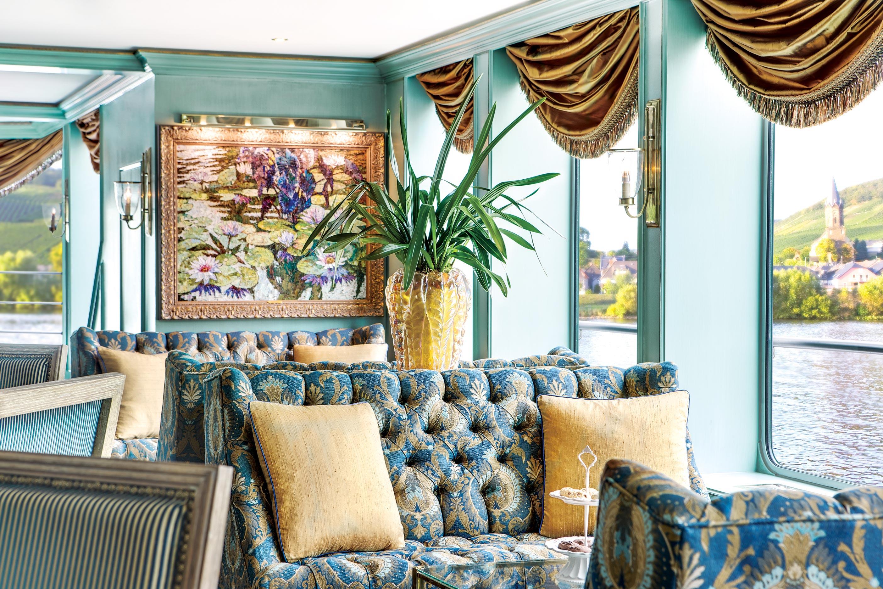 Uniworld's River Empress Lounge