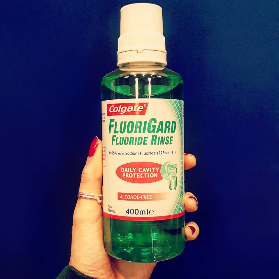 After you've brushed your teeth #colgate FlouriGard mouthwash will help awaken your senses and give you that fresh and ready for the day feeling 💪👌 ✔ Daily mouthwash ✔ Cavity protection ✔Alcohol free ✔Fluoride mouthwash ✔Refreshing mint flavour ✔Suitable for the family (children over 6)
