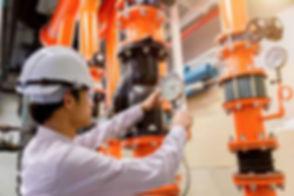 engineer-checking-condenser-water-pump-p
