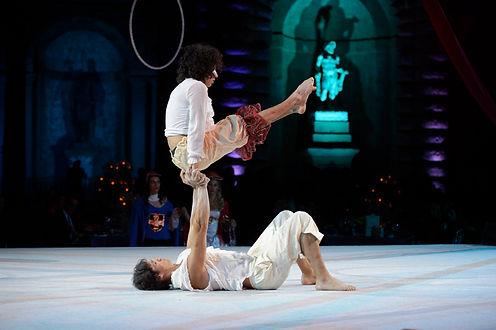 circo,circensi,Prese acrobatiche mano a mano,bilanciamenti,verticalismo,equilibrio,performance,spettacolo,acrobatico,passo a due,coppia,balance,acro,acrobatica,show