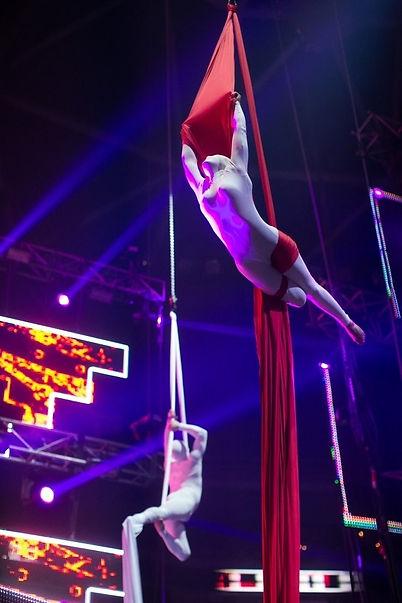 TESSUTI AEREI ACROBATICI SPETTACOLI CIRCO CIRCENTE TRAPEZISTI DANZA SOSPESA IN ARIA EVENTI TELI I Tessuti aerei sono una disciplina artistico - sportiva diffusa ed estrapolata dal classismo circo vecchio per evolversi grazie al noto Cirque du Soleil