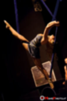 cinghie aeree,aerial straps,show,act,performance,aeree,volanti,in aria,acrobati aerei,sospese,sospesi,spettacoli acrobatici,duo,coppia,circo,spettacolo,circense