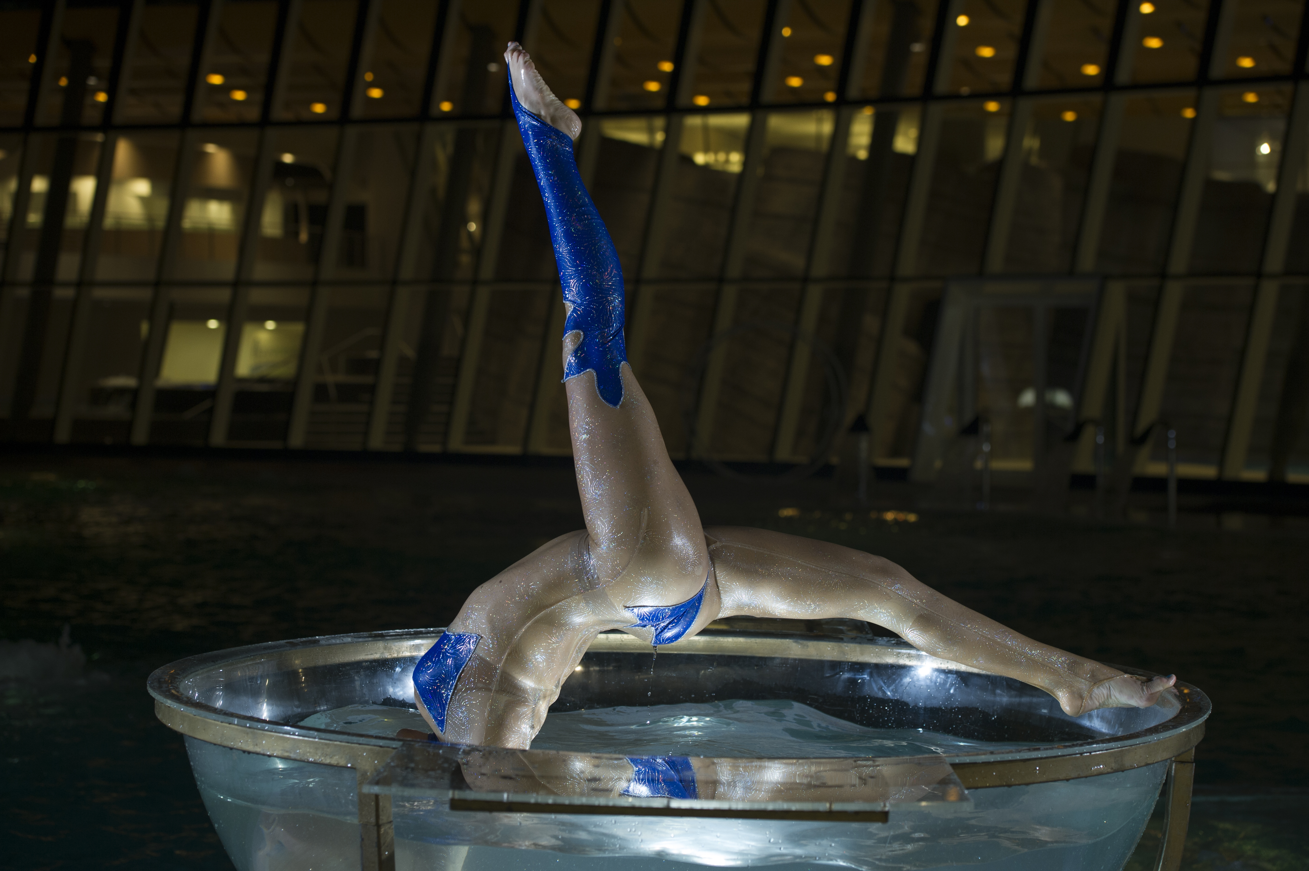 water+bowl+acrobatic+show+performance+29.jpg