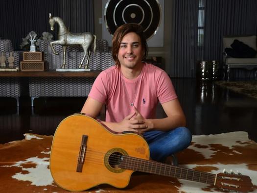 Enzo Ferraz: Um talento nato do 'forrónejo' de Campina Grande