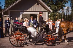 Häät Tuusula Villa Tammikko Fjällbon puisto hääkuvaaja Tuusulan kirkko