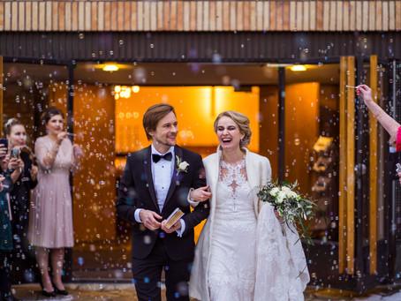 Talvihäät Teatterimuseossa | Winter Wedding at Theatre Museum | Hääkuvaaja Helsinki