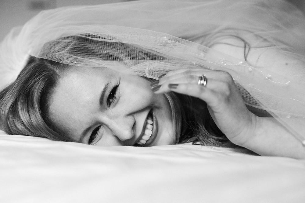 Boudoirkuvaus on parhaimmillaan hauska elämys Kuva Suvi Helmi Photography
