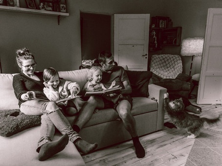 Mitä on dokumentaarinen perhekuvaus? | What Is Documentary Family Photography?