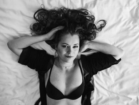 Miten valita sopiva kuvaaja boudoirkuvaukseen? | Suvi Helmi Photography