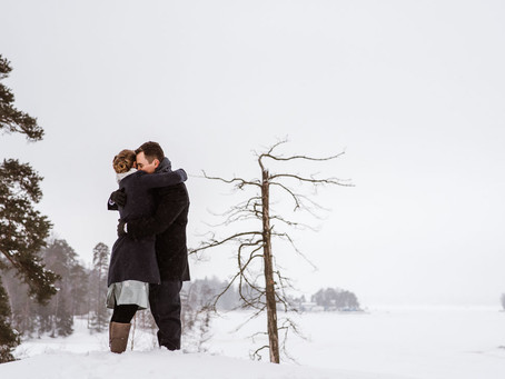 Winter elopement in snowy Helsinki