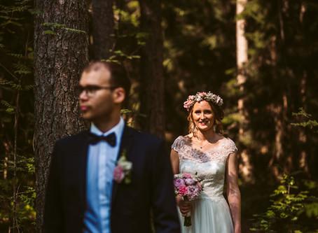 Rustic Summer Wedding in Finland | Kesähäät Kirkkonummella | Navalan Lato + Haapajärven kirkko